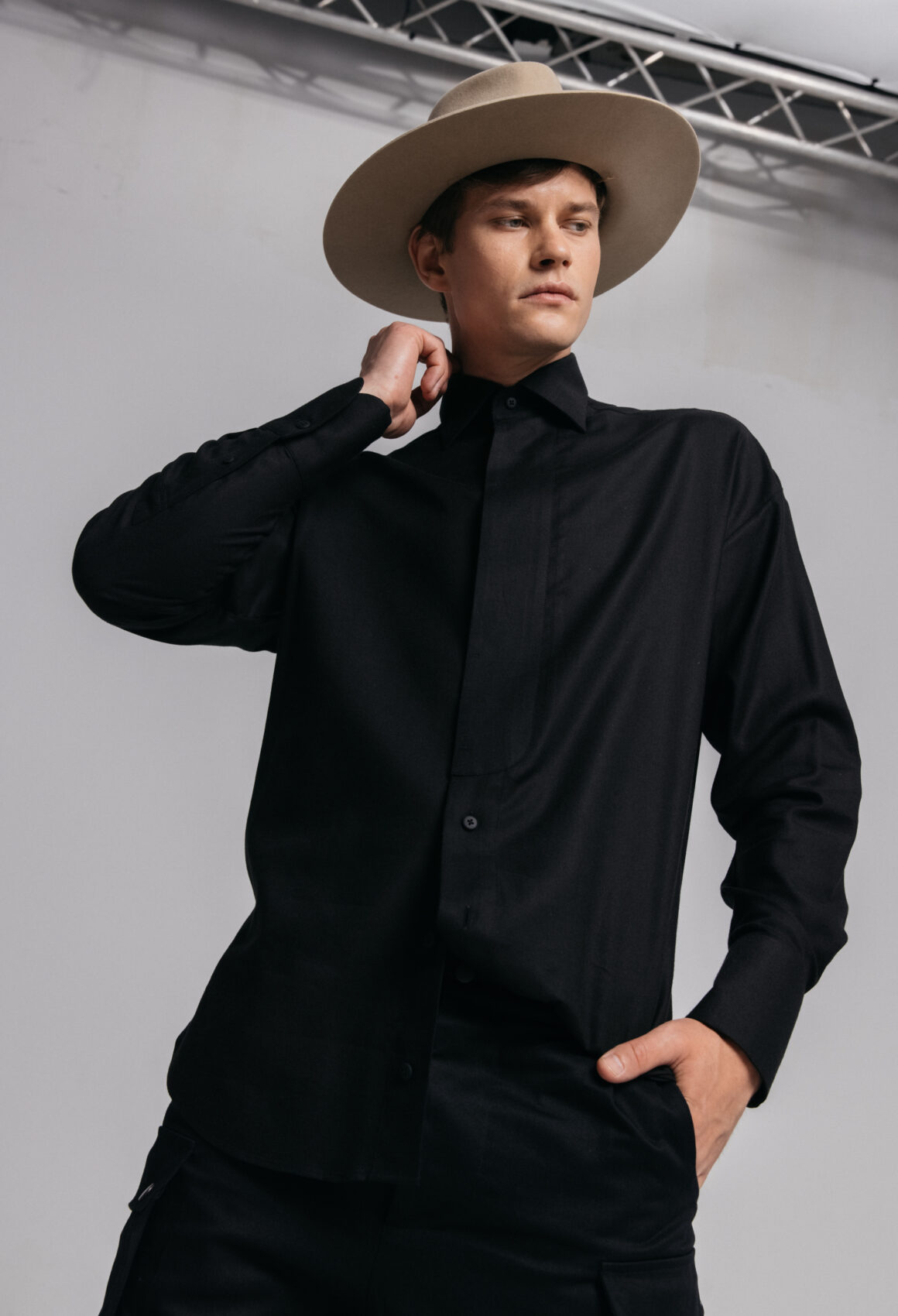 Black Hvelfing shirt